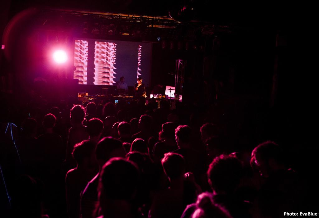 Neumos_Crowd